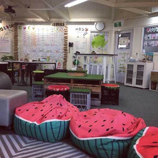 flexible-seating-classroom-with-bean-bag-chairs