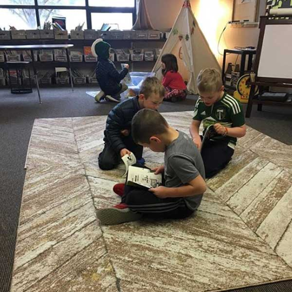 students-reading-on-the-floor